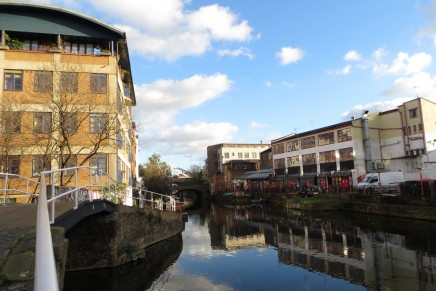 Walk along the Regent's Canal